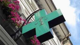 Neues Krankenkassenmodell: 19 Prozent Rabatt, wenn man zuerst zum Apotheker statt zum Arzt geht.