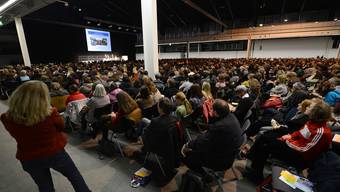 2391 Lehrpersonen folgten dem Vortrag der deutschen Reformschulleiterin Margaret Rasfeld in der vollen Messehalle 5.
