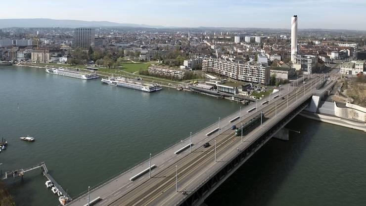 Über diese Brücke raste am Samstag ein Familienvater mit zwei Kindern im Auto mit 121 statt der erlaubten 50 km/h. (Archivbild)