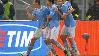 Lazio-Stürmer Miroslav Klose (l.) erzielte das 2:0 im Römer Derby.