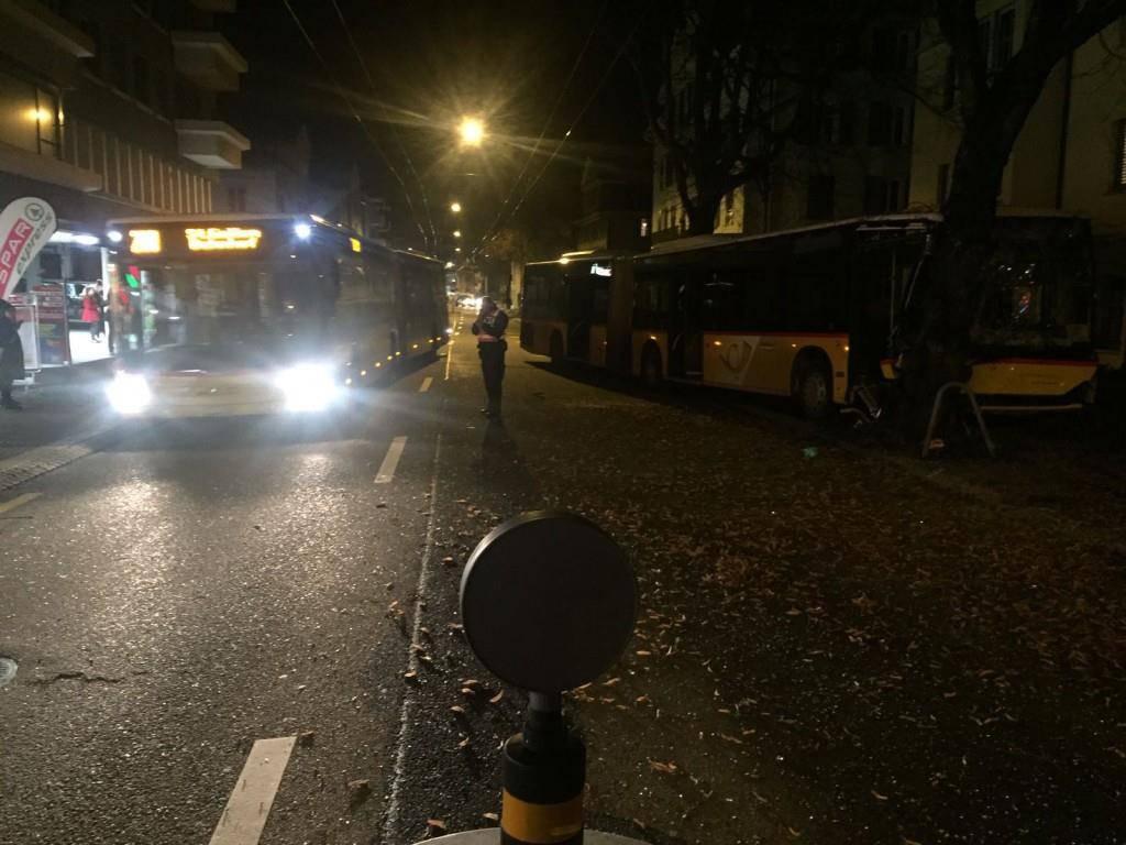 Unfall mit Postauto in der Langgasse (© TVO/David Lendi)