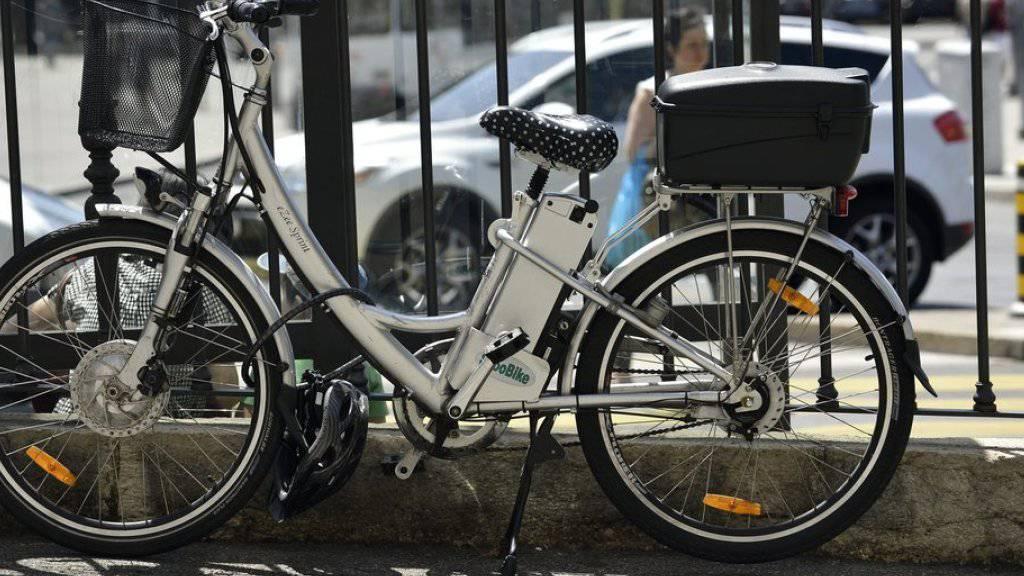 Wer mit einem E-Bike geblitzt wird, muss unter Umständen das Autobillet abgeben. (Symbolbild)
