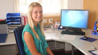 Marisa Jill Haring, hier an ihrem Arbeitsplatz bei der Gemeindeverwaltung Bettlach, hält die 1.-August-Rede.