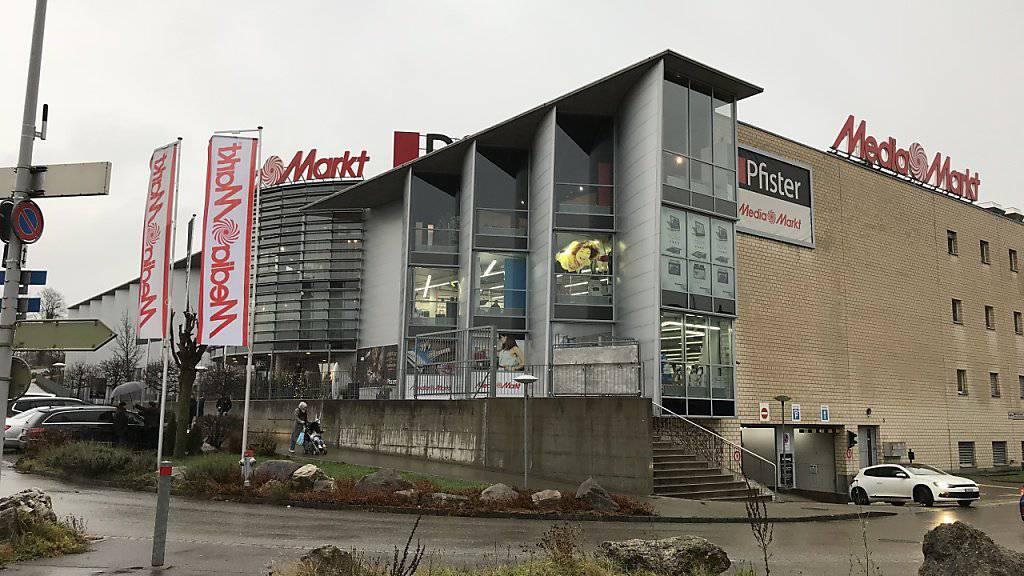 Wegen der angeblichen Bombendrohung war der Ladenkomplex in Pratteln BL im Dezember 2015 evakuiert worden.