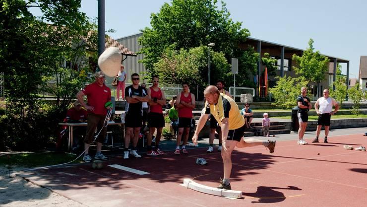 Eine Sportart mit Tradition: Das Steinstossen
