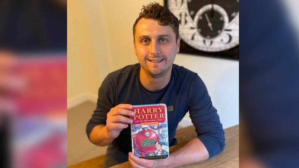 Echter Harry Potter verkauft «Stein des Weisen»-Erstausgabe