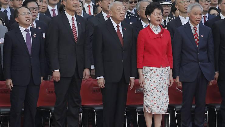 Der bisherige Direktor des Verbindungsbüros der chinesischen Regierung in Hongkong wird ersetzt. Wang Zhimin (ganz links) muss Luo Huining Platz machen. (Archivbild)