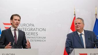 Versuchen einen diplomatischen Neuanfang nach ihrem Flüchtlingsstreit: Der österreichische Aussenminister Sebastian Kurz und sein griechischer Amtskollege Nikos Kotzias.