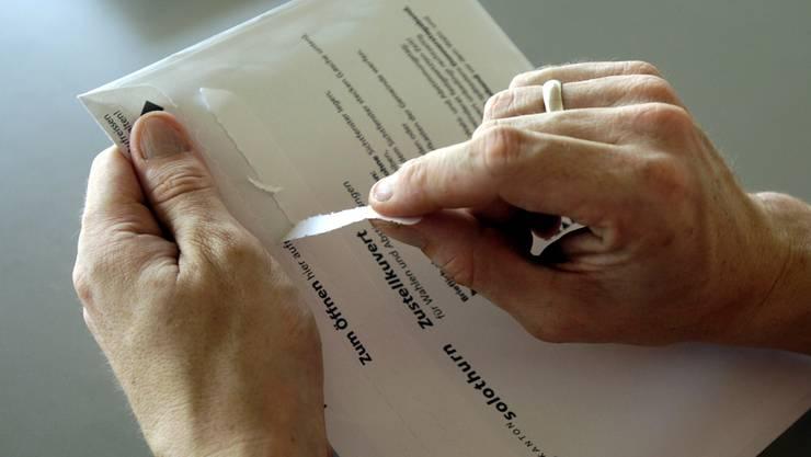 Das Wahl- und Abstimmungsmaterial: Gerade auch für junge Stimmberechtigte oft ein Buch mit sieben Siegeln.