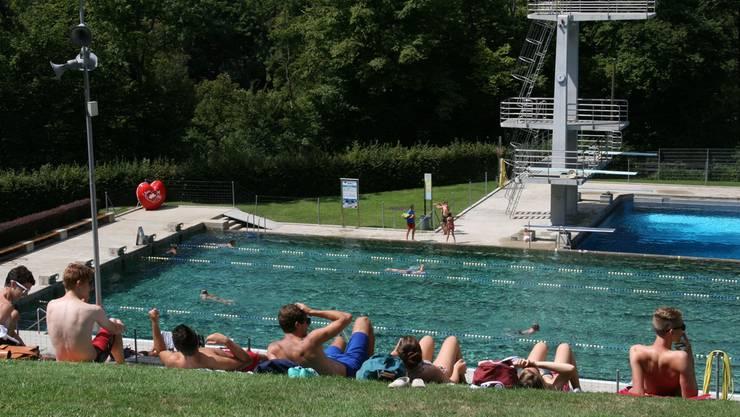 Sonne tanken und baden im Terrassenbad in Baden kostet ab nächstem Jahr mehr.