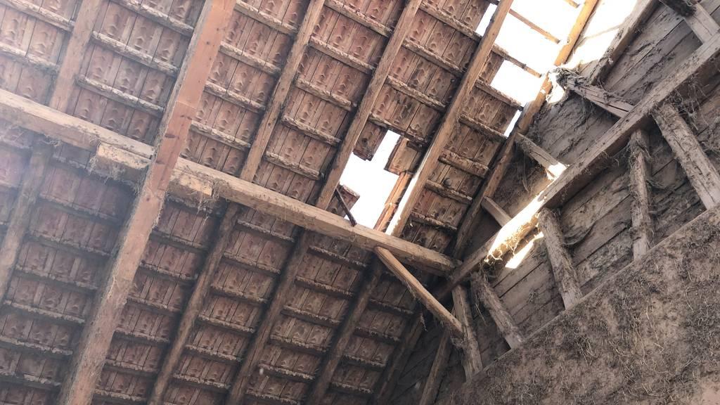 72-Jähriger stürzt durch Scheunendach