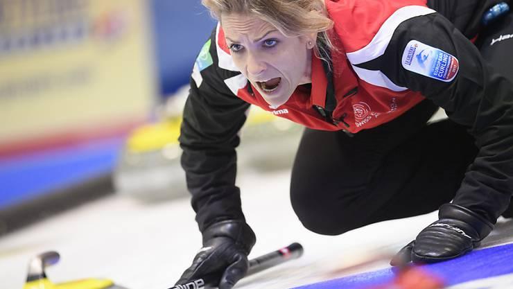 Skip Silvana Tirinzoni dirigiert ihr Team in die Halbfinals