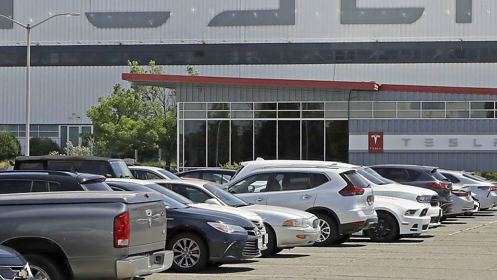 Tesla kündigt Aktiensplit an – Aktienkurs steigt