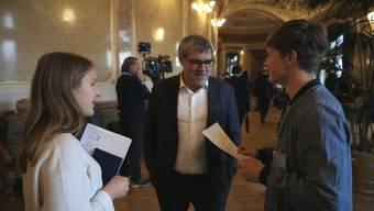 Wenn es darum geht, die Interessen von Kindern und Jugendlichen im Bundeshaus zu vertreten, sind Frédéric Mader und Linda Estermann zur Stelle. Beide sind politisch engagiert und scheuen sich nicht, mit den Nationalräten das Gespräch zu suchen.