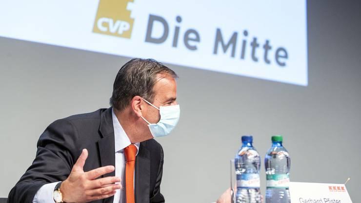 Da war es noch eine Idee: CVP-Präsident Gerhard Pfister erklärt an der Delegiertenversammlung vom 5. September das Projekt der Namensänderung. Nun ist es beschlossene Sache.