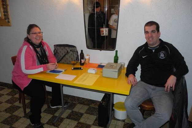 Pilzragoutverkauf mit Marion und Michael Zaugg (Kassier)
