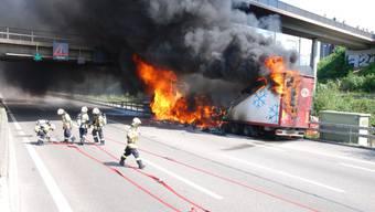 Brennender Fleischtransporter sorgte für Chaos auf Autobahn