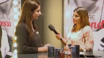 Liliana von der Import Parfumerie zeigt Vanessa worauf es bei der Parfumwahl ankommt und welcher Duft in diesem Frühling angesagt ist.