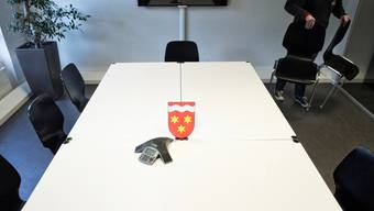 Birsfelden reduziert seine Gemeinderatssitze von sieben auf fünf - wie hier symbolisch festgehalten.