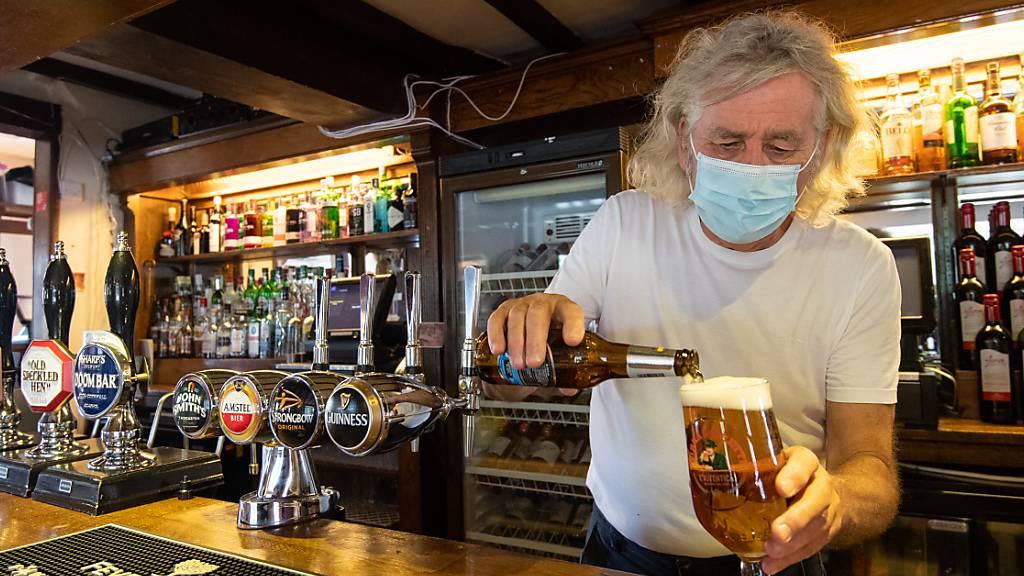 ARCHIV - Engländer und Schotten sind laut einer Studie am häufigsten stark betrunken. Foto: Joe Giddens/PA Wire/dpa