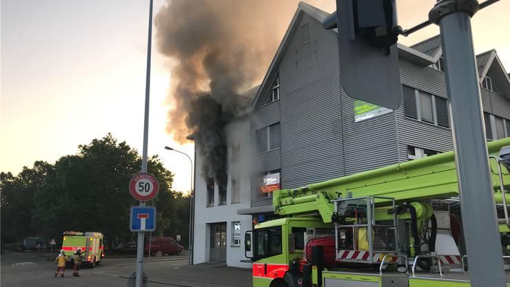Am Samstagmorgen war im ersten Obergeschoss eines Industriegebäudes in Schlieren ein Brand ausgebrochen. Die Ursache ist noch unklar.