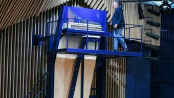In einem Konzerthaus in der lettischen Hafenstadt Ventspils (Windau) steht ein 4,70 Meter hohes Piano. Vermutlich Weltrekord.