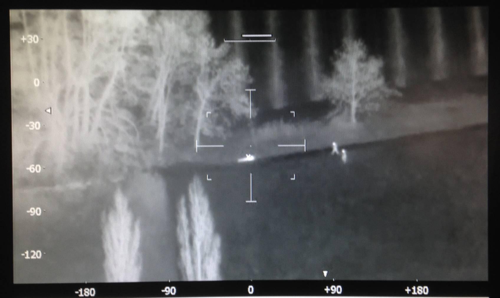 Die Grenzwächter machten aus einem Helikopter Aufnahmen mit einer Wärmebildkamera.