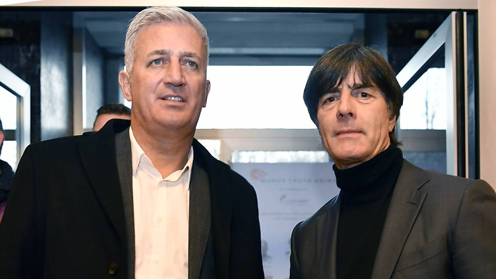 Nationaltrainer Vladimir Petkovic (links) und Bundestrainer Joachim Löw