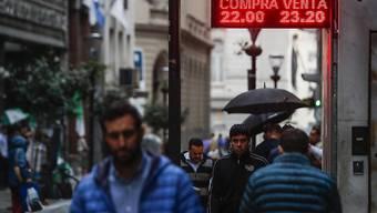 Hohe Inflation und schlechtes Umtauschverhältnis der eigenen Währung: Das ist die Realität in Argentinien. (Archivbild)