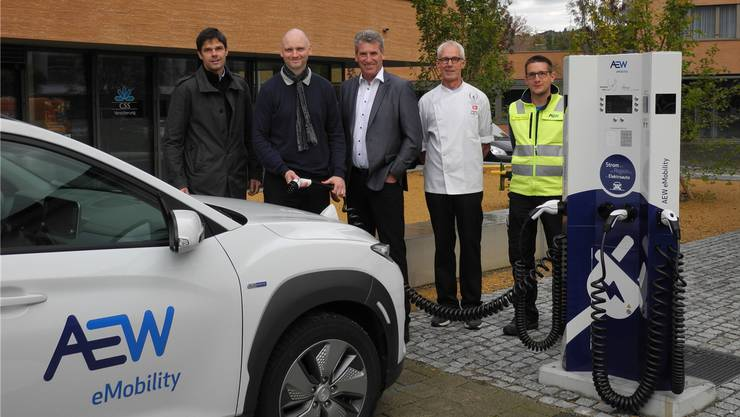 Am Widenplatz in Frick können jetzt auch Elektroautos geladen werden.