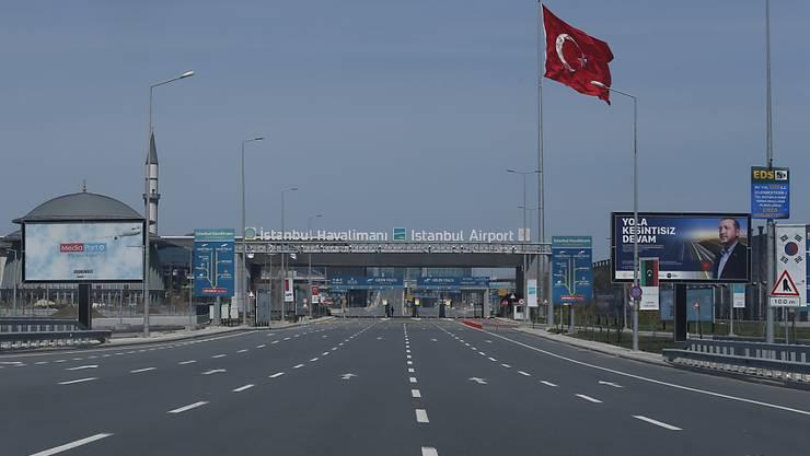 Ein über das Wochenende verhängte Ausgehverbot in türkischen Metropolen hat vielerorts zu menschenleeren Strassen und Plätzen geführt. (Symbolbild)