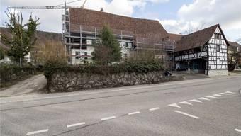 Noch immer – aber wohl nicht mehr lange – wird dieses stattliche Haus in Rodersdorf gemäss Wortlaut eines Testamentes aus dem Jahr 1686 innerhalb einer einzigen Familie weitervererbt.Kenneth Nars