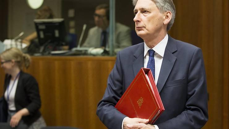 """Der britische Schatzkanzler Philip Hammond will sich laut einem Zeitungsbericht für einen """"weichen Brexit"""" einsetzen, entgegen dem Kurs der Premierministerin Theresa May. (Archiv)"""