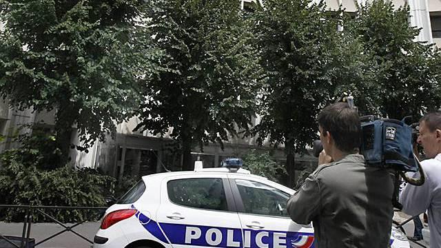 Vier Personen bleiben in Polizeigewahrsam in Paris