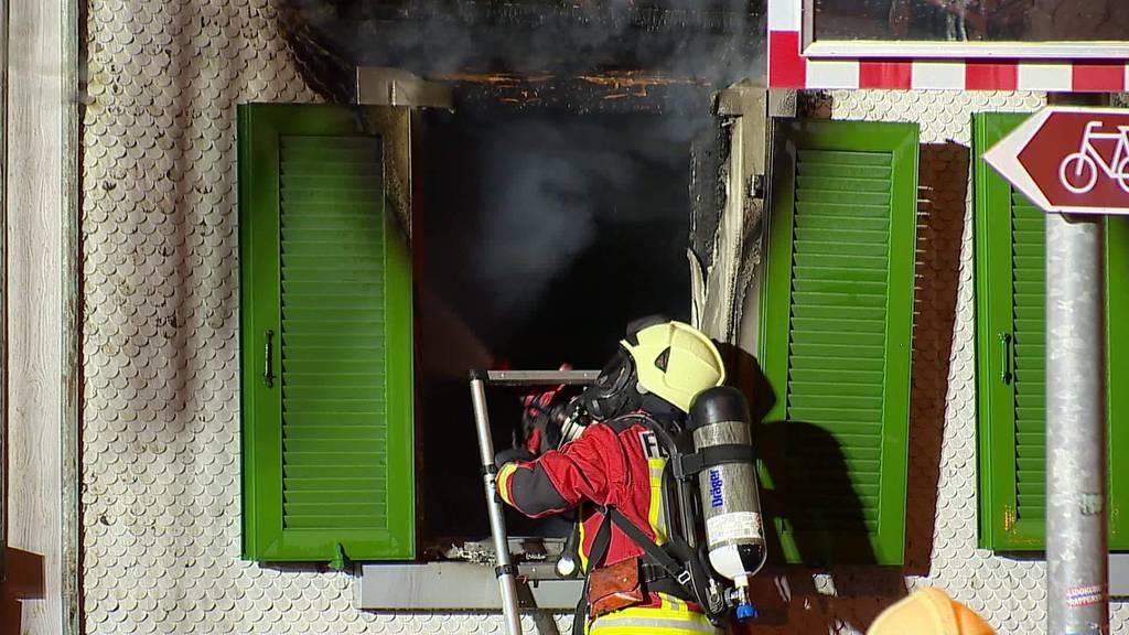 Kurznachrichten: Hausbrand, Bootsbrand und Raserdelikt