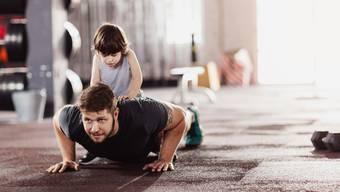 Fitness zu Hause braucht Disziplin und kompensiert den Arbeitsweg nur zum Teil.