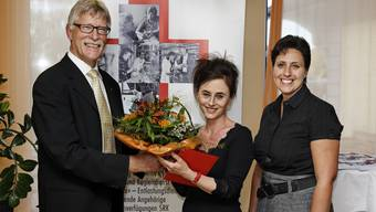 SRK-Präsident Hans Rösch, Rotkreuz-Preisträgerin Daniela Spagnuolo und Geschäftsführerin Sabine Umbricht.  André Albrecht