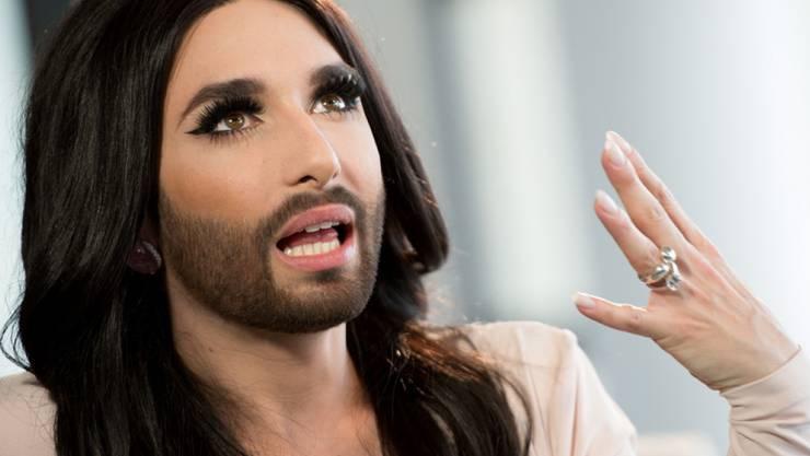 Die Gewinnerin des Eurovision Song Contest (ESC), Conchita Wurst, gibt am 17. April 2015 in der Facebook-Zentrale in Hamburg ein Interview. Im März 2017 ist klar geworden, dass die Figur weiter wurstelt. (Archiv)