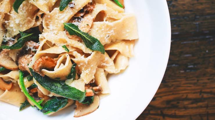 Pilzragout: Wenn's herbstelt, dann gibt's Pilz auf die Teller. 100g Pilzragout (ohne Beilage) entspricht 69 kcal.