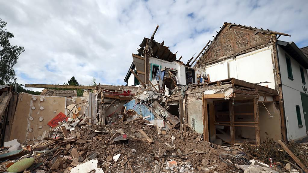 Schutt und Geröll eines nach dem Hochwasser völlig zerstörten Hauses in Gemünd, Nordhrein-Westfalen. Die Region war von der Hochwasserkatastophe stark betroffen.