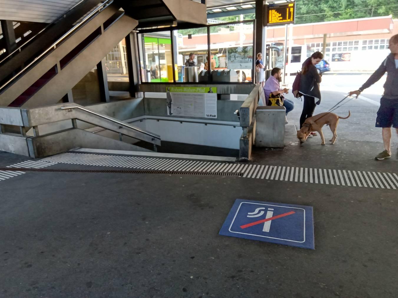 Hier darf nicht mehr geraucht werden am Bahnhof Herisau. (Bild: FM1Today/Gerry Reinhardt)