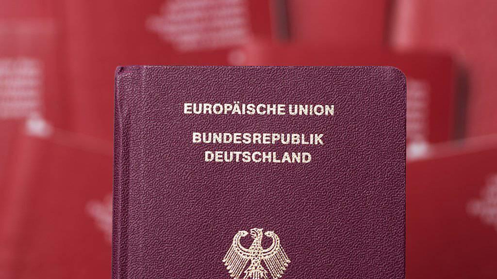 Viele Deutsche fühlen sich nach einer neuen Analyse in der Schweiz sehr wohl und wollen kaum in ihre Heimat zurückkehren. (Symbolbild)