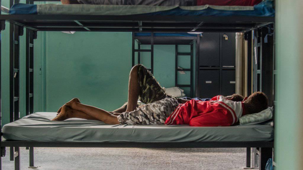 Mehr Asylbewerber als bisher sind im vergangenen Sommer verschwunden, bevor ihre Asylgesuche formell vollständig registriert worden sind. (Symbolbild)