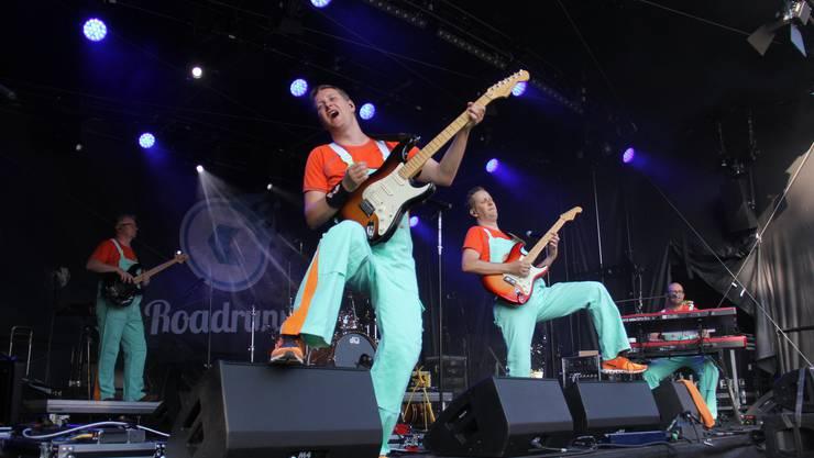 Impressionen vom ersten Abend am Stadtfest Brugg 2019. Zeitgleich zur Eröffnungsfeier spielt die 50's-Five The Rock'n'Roll Show Band auf der AKB-Bühne.