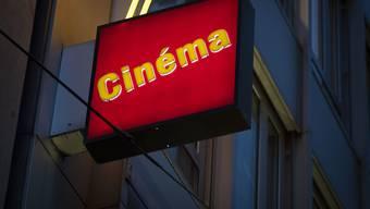 Nach den Arthouse-Kinos schliessen wegen Corona nun auch die Betriebe von Blue Cinema, vormals Kitag. Offen bleibt von diesem Kinoanbieter in Zürich nur das Abaton. Im Bild die Leuchtschrift des Arthouse-Kinos Le Paris.