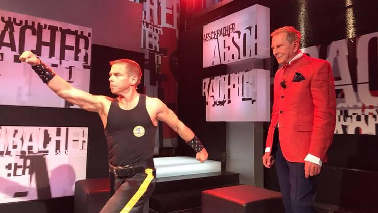 Grossmeister Martin Sewer, 8. Dan Hung Gar Kung Fu, demonstriert seine Kunst zum Auftakt der Aeschbacher Sendung vom 19. November 2017.