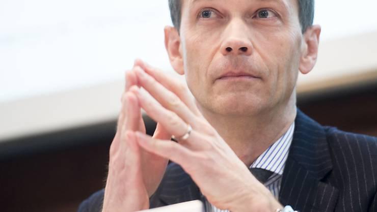 ZKB-Chef Martin Scholl bei der Bilanzmedienkonferenz im Februar: Die Zürcher Kantonalbank wird durch Negativzinsen gebeutelt (Archivbild).