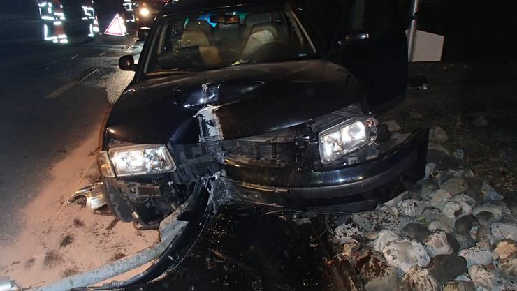 Das Unfallauto, ein VW, erlitt Totalschaden.