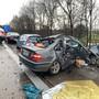 Bei einer Massenkarambolage im deutschen Oldenburg ist ein 21-jähriger Mann ums Leben gekommen. Elf Fahrzeuge waren nach einem plötzlichen, heftigen Hagelschauer ineinander gefahren.