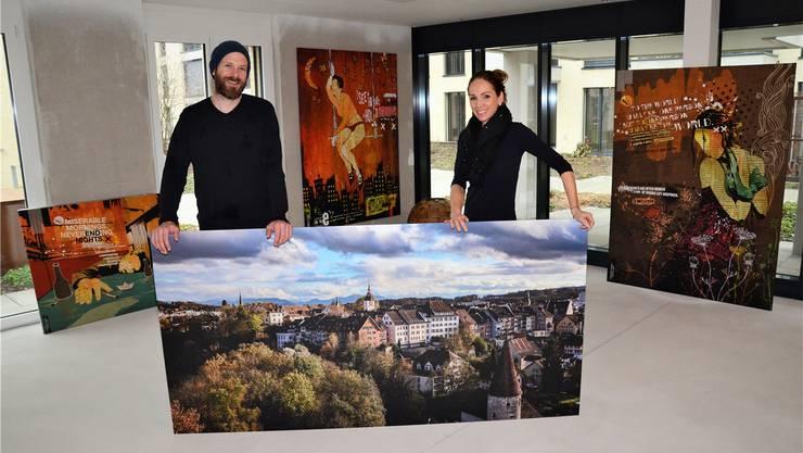 Claudia Schaufelberger und Dominique Andereggen freuen sich auf die Eröffnung ihrer Pop-up-Galerie in den künftigen Gewerberäumen «Am Fluss». Christian Breitschmid